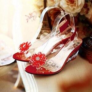 Image 2 - YEELOCA sandalias de cuña de 6,5 CM para mujer, zapatos de tacón con flores dulces transparentes, Punta abierta, color rojo, de talla grande 33 43