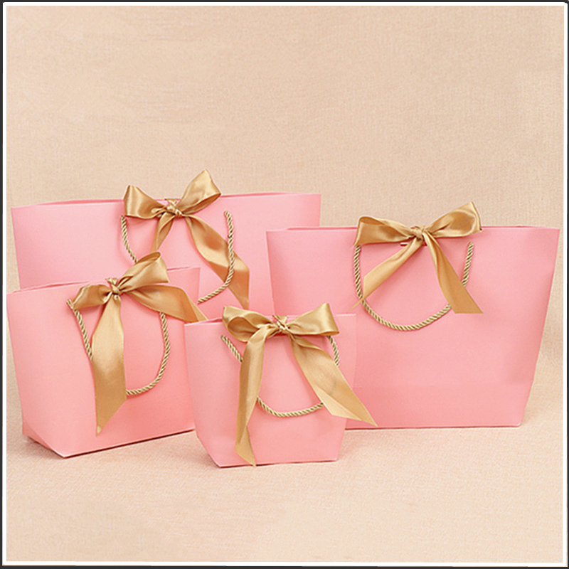 10pcs <font><b>Large</b></font> Size <font><b>Gift</b></font> <font><b>Box</b></font> <font><b>Packaging</b></font> Gold Handle Paper <font><b>Gift</b></font> Bags Kraft Paper With Handles Wedding Baby Shower Birthday Party image