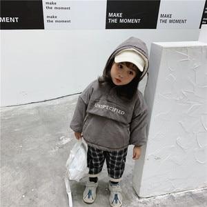 Image 4 - WLG hiver garçons filles parkas enfants velours à capuche à manches longues lettre imprimé beige gris manteau bébé vêtements épais