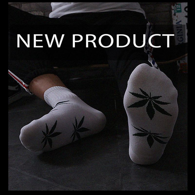 Men's And Women's  Socks  Street Fashion Middle Tube Maple Leaf Pattern Stripe Air Permeability And Sweat Absorption Sports Sock