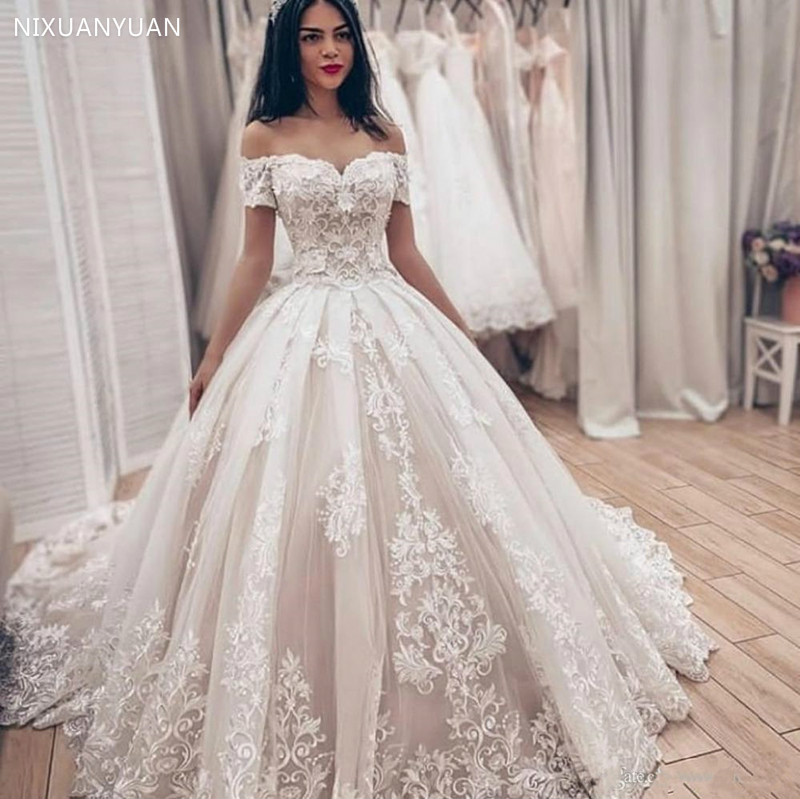 Soft Puffy Tulle Lace Long Wedding Gowns With Applques Off Shoulder Backless Lace Up Back Sweetheart Short Sleeves Custom Made