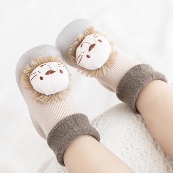 Skarpety dziecięce buty zimowe grube bawełniane style zwierzęce śliczne dziecięce buty z podeszwą antypoślizgowe buciki 0-3 lata tanie i dobre opinie CN (pochodzenie) Z dzianiny tkaniny PATCH Zima Slip-on Animal prints baby Unisex Pierwsze spacerowiczów RUBBER Pasuje prawda na wymiar weź swój normalny rozmiar