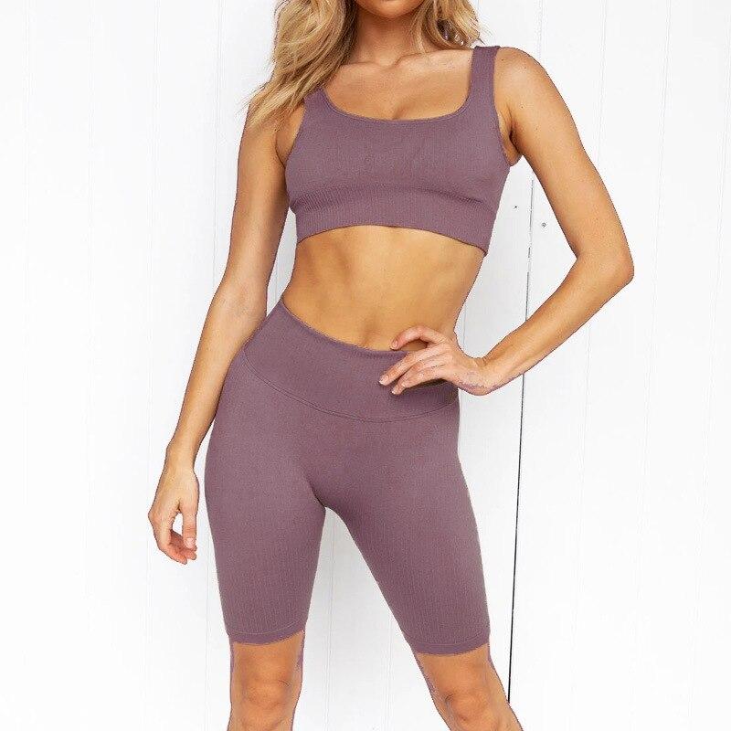 Купить летний спортивный комплект для женщин из двух предметов короткий