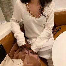 Женский вязаный свитер золотистого цвета с v образным вырезом