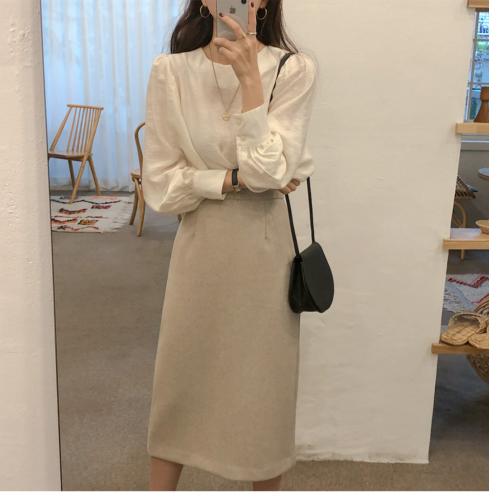 H28e3e1dbf5d54ca8af93fd1aa3a182c5e - Spring / Autumn O-Neck Long Puff Sleeves Two-Button Cuffs Loose Solid Blouse