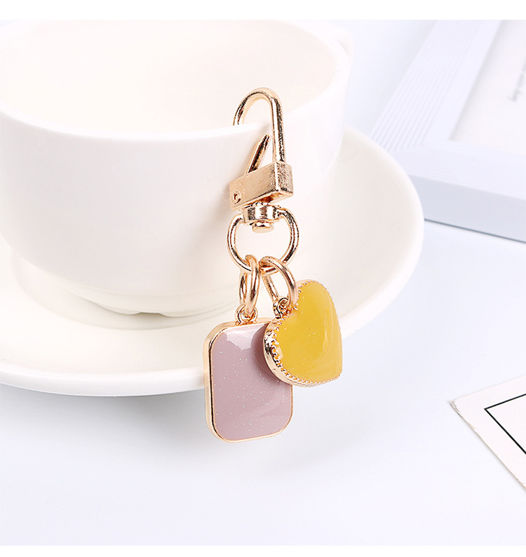 New Dripping Oil Heart Shaped Headphone Cover Keychain Earphone Cover Fashion Keyring Car Holder Jewelry Gift For Women
