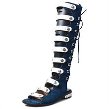 Projektant Gladiator letnie buty drążą kobiety buty do kolan pasy sandały na płaskim obcasie sznurowane Sandalia Feminina Casual mieszkania tanie tanio Prova Perfetto krowi zamsz CN (pochodzenie) Niska (1 cm-3 cm) Party GLADIATORKI Kwadratowy obcas PRAWDZIWA SKÓRA Kożuch