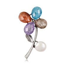 Europe and the United States retro brooch upscale ladies fashion acrylic colorful petals pin