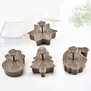 4pcs Christmas Tree Snowman Plastic Baking Mold Kitchen Biscuit Cookie Cutter Pastry Plunger Fondant Cake Decorating Tools