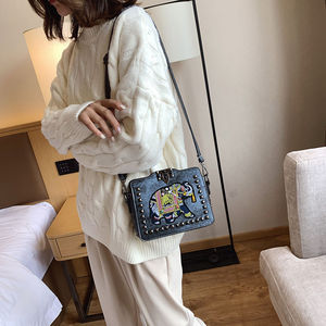 Image 2 - 6 צבעים אופנה בציר הכנס מסמרת תיק שקיות רקמת פיל עור מפוצל נשים כתף Crossbody תיק וו נשים של תיקים