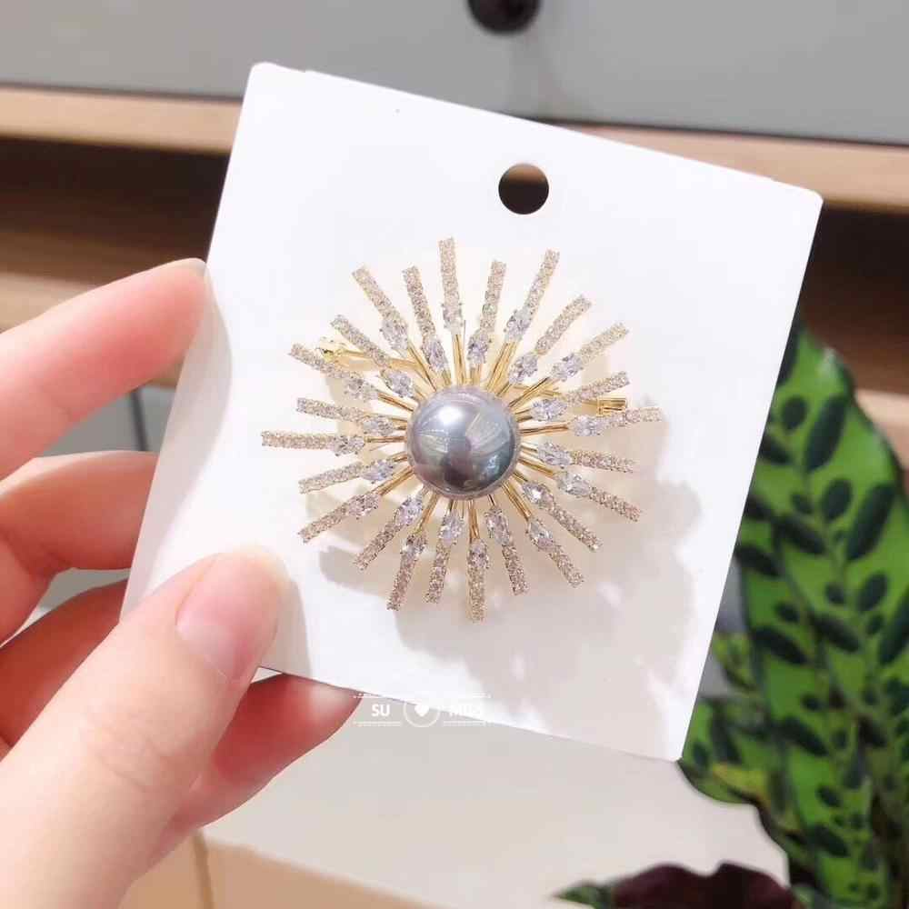 Sparkling Cubic Zircona คริสตัล CZ ดอกไม้เข็มกลัด Pins สำหรับงานแต่งงานของขวัญวันปีใหม่
