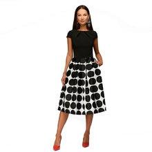 Изящное платье с коротким и широким подолом для женщин средней