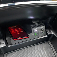 10W QIไร้สายชาร์จโทรศัพท์ชาร์จชาร์จอุปกรณ์เสริมสำหรับMercedes Benz W205 AMG C43 C63 GLC43 GLC63 x253 C Class