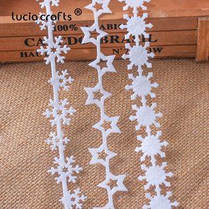 Image 1 - 5 ヤード 25/35 ミリメートル不織布リボン生地星スノーフレークトリムレース DIY 工芸品新年クリスマス木装飾 B1209