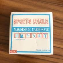 Um pedaço de levantamento de peso esportes giz magnésio em pó ginástica esporte escalada ginásio tijolo magnésio barbell treinamento fitness