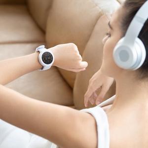 Image 2 - Orijinal Amazfit Verge Lite Smartwatch 20 gün uzun bekleme 390mAh 1.3 inç AMOLED ekran kalp hızı izle IP68 su geçirmez GPS