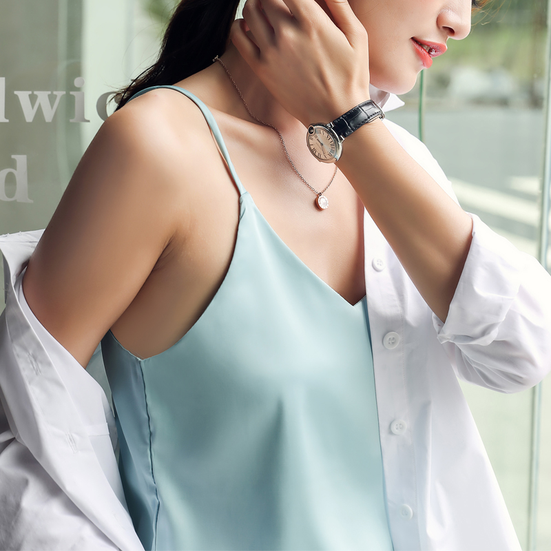 Korean Silk Tops Women Satin V-neck Tank Top Elegant Woman Sleeveless Tops Plus Size Sexy Top Office Lady Solid Tees Camis