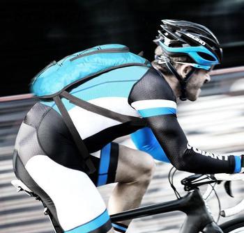 цена Outdoor Men Cycling Water Bag Backpack Waterproof Bike Hydration Backpack Women Ultralight Sports Teenager Travel Climb Bags онлайн в 2017 году