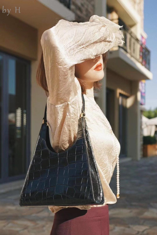 by H 2019 Women's Vintage Shoulder Bag Black Aligator 90'S Hot Girls Single Handle Tote bag White Handbag Croco bolsa feminina