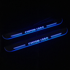 Para Toyota Corolla Camry Yaris C-HR RAV4 Avensis Sienna Prius Hilux Hiace Avalon LED Umbral de puerta placa de desgaste travesaño luz dinámica Pedal