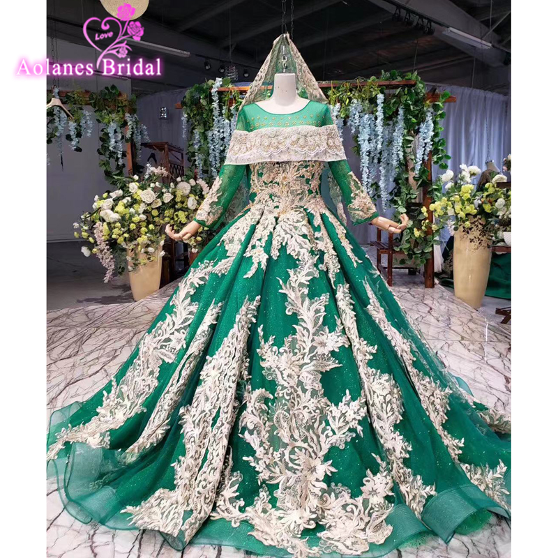 Unique Design Puffy Ball Gown Prom Dress Green White Lace With Veils Sweet 16 Dresses Middle East Women Evening Wear Prom Gowns