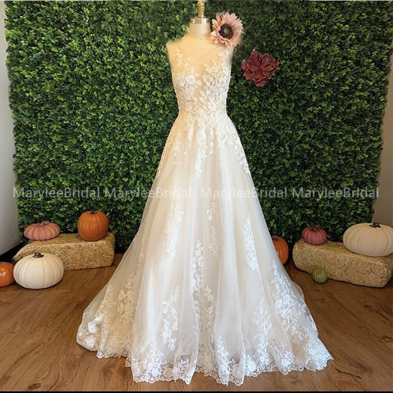Elegant Contemporary Wedding Dress A-line Appliques Bridal Gowns See Through Buttons Back White Robe De Mariee Chapel Train
