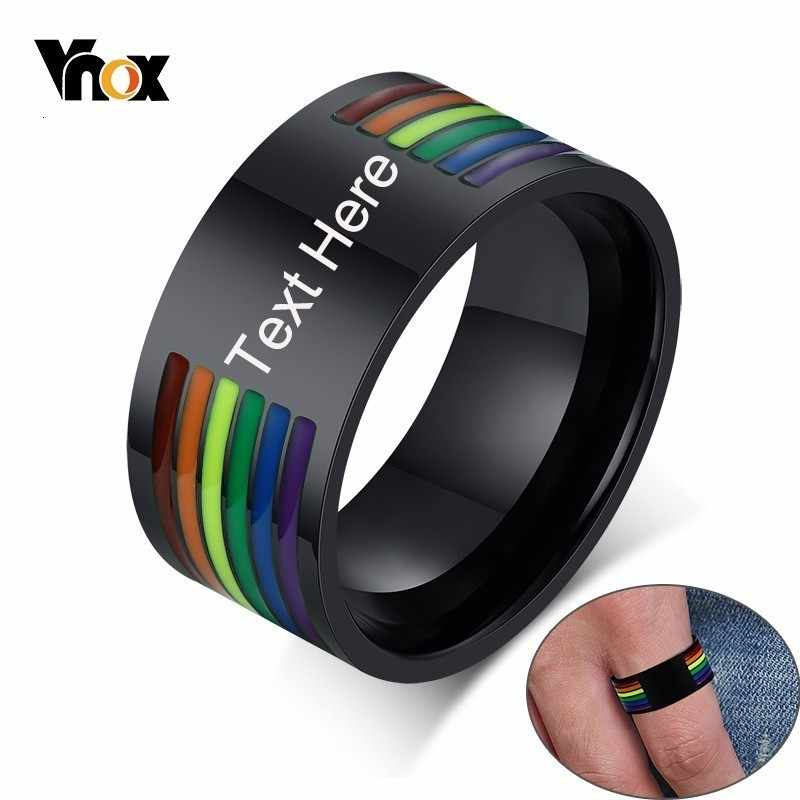 Vnox แกะสลักที่กำหนดเอง 10 มม.สแตนเลสเคลือบสายรุ้งสายรุ้ง LGBT Pride แหวนสำหรับ Lesbian & เกย์งานแต่งงานเครื่องประดับ