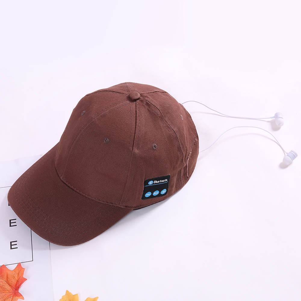 microfone ao ar livre chapéu beisebol fone