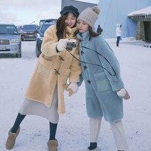 معطف الفرو للشتاء النساء جديد الأغنام القص الفراء سترة المرأة أنيقة الصلبة القرن أزرار طويل نمط رشاقته الدافئة الإناث معطف