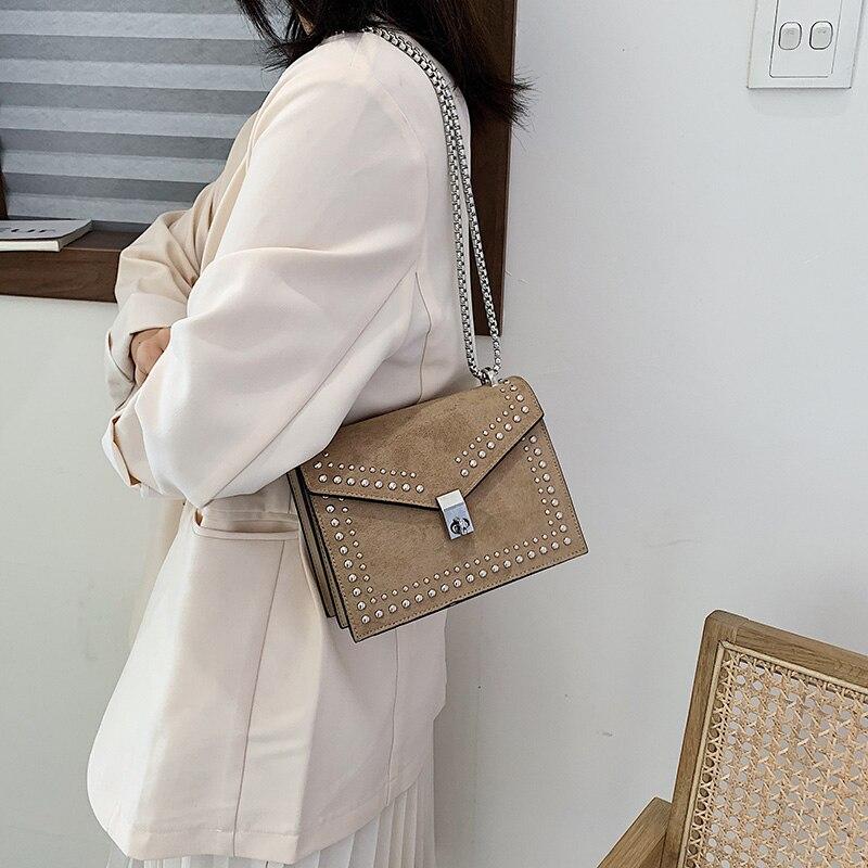 Маленькие кожаные сумки-мессенджеры через плечо, дизайнерская модная дорожная миниатюрная сумочка через плечо с цепочкой и заклепками для ...