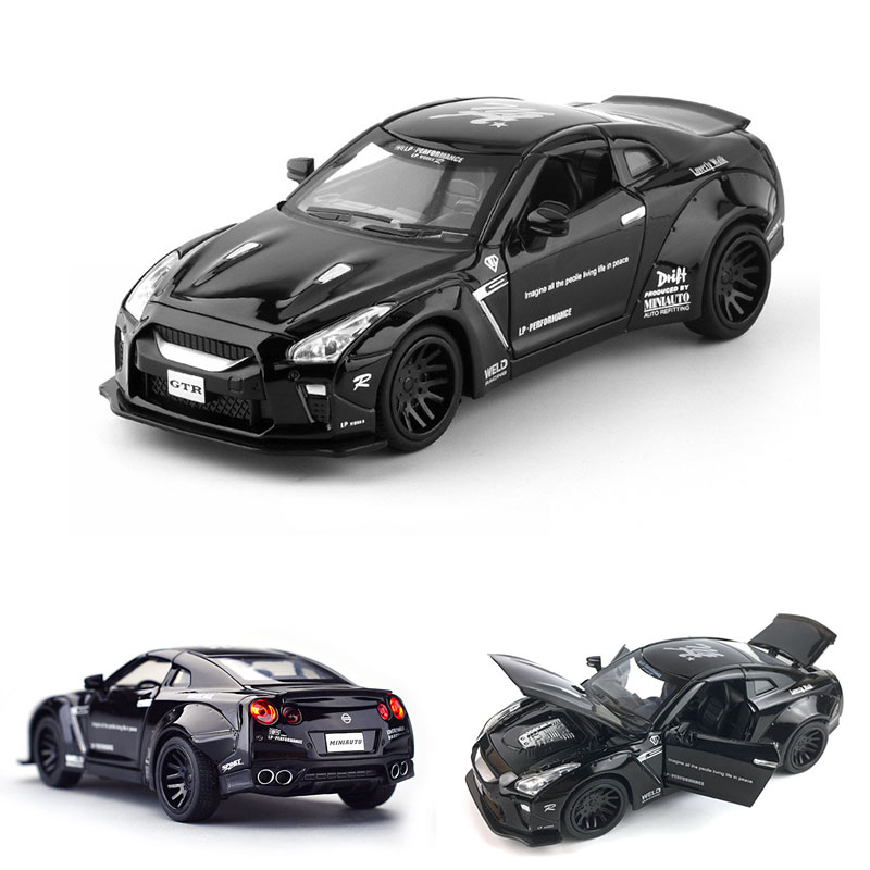 1:32 GTR Diecasts Toy Vehicles Toy Car Pull Back Flashing For Children Boy Gifts Toy Traffic Props