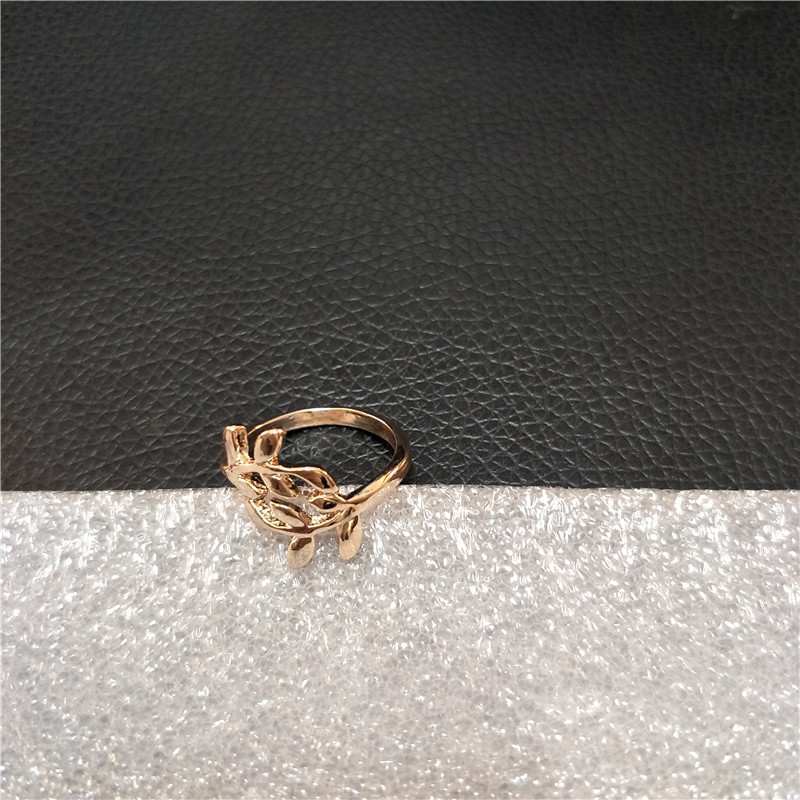 European and American Fashion Personality Ring Jewelry Hot Sale Woman Ring Gift for Woman Leaf Ring