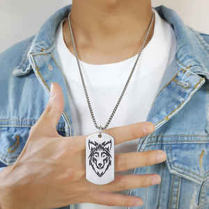 """Vnox Rock Wolf Militärische Dog Tag Anhänger Halsketten für Männer Team Kampf Schmuck mit Edelstahl Metall Box Kette 24"""""""
