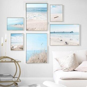 Playa con mar azul de puente de caa de madera cielo nube...