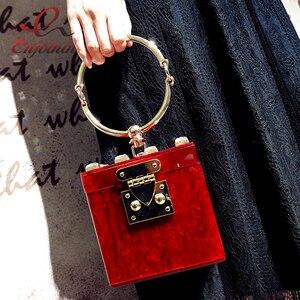 Image 2 - Dobrej jakości akrylowe metalowe pudełko na pierścionek w stylu fashion design diamentowa torebka damska kopertówka casual female flap 4 kolory