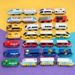 Image 2 - ילדים חשמלי רכבת צעצועי מגנטי חריץ Diecast חשמלי רכבת עם שני קרונות רכבת עץ צעצוע FIT T hmas עץ חיוניות מסלולים