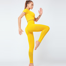 Vêtements de Yoga, tenue de Sport et entraînement en Gym et Gym, ensemble de 2 pièces pour femmes, avec manches courtes, haut court et Leggings sans couture