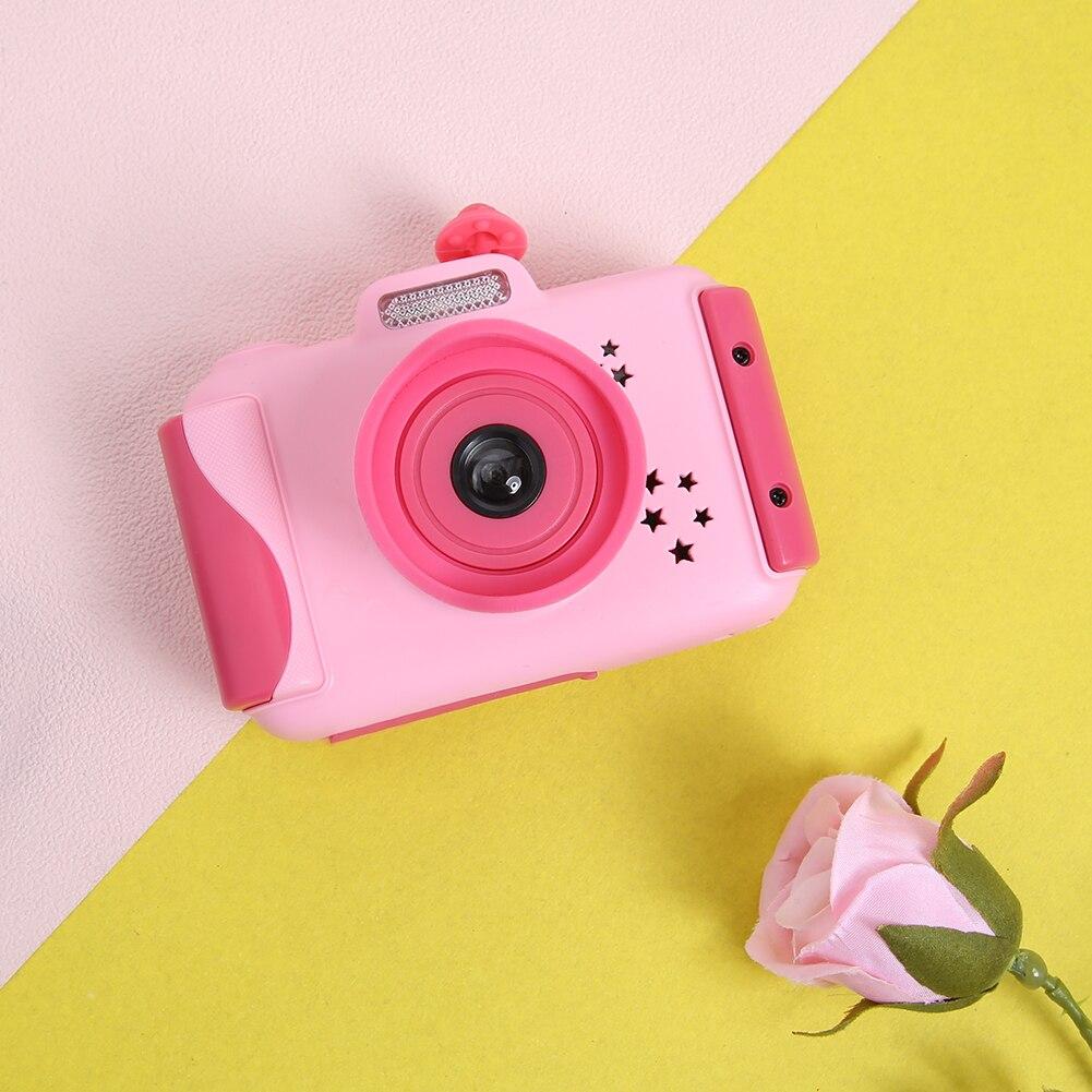بنات كاميرا