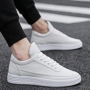 Image 3 - Mężczyźni biały płaskie buty sznurowane wygodne skórzane Sneaker dla mężczyzn Tenis Masculino Adulto najwyższej jakości mężczyźni koreańskie buty nieformalne