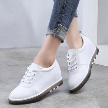 Женские кроссовки из натуральной кожи на шнуровке
