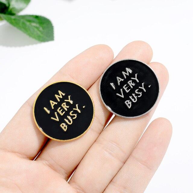 Je suis très occupé émail broche vie citations noir broches rondes pour femmes hommes mode bijoux Badges sac vêtements épinglette en gros