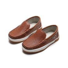 Modne dziecięce buty dla chłopców dziecięce skórzane mieszkania proste jednolity kolor klasyczne Ins gorące mokasyny wsuwane mokasyny na ślub miękkie tanie tanio Mumoresip RUBBER Chłopcy Pasuje prawda na wymiar weź swój normalny rozmiar 10 t 11 t Mieszkanie z black brown 26-35