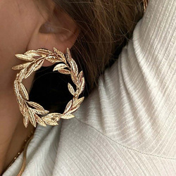 2021 New Delicated Vintage Hollow Circle Loop Surrounded Leaf Stud Earrings Women's Romantic Gold Statement Earrings For Party