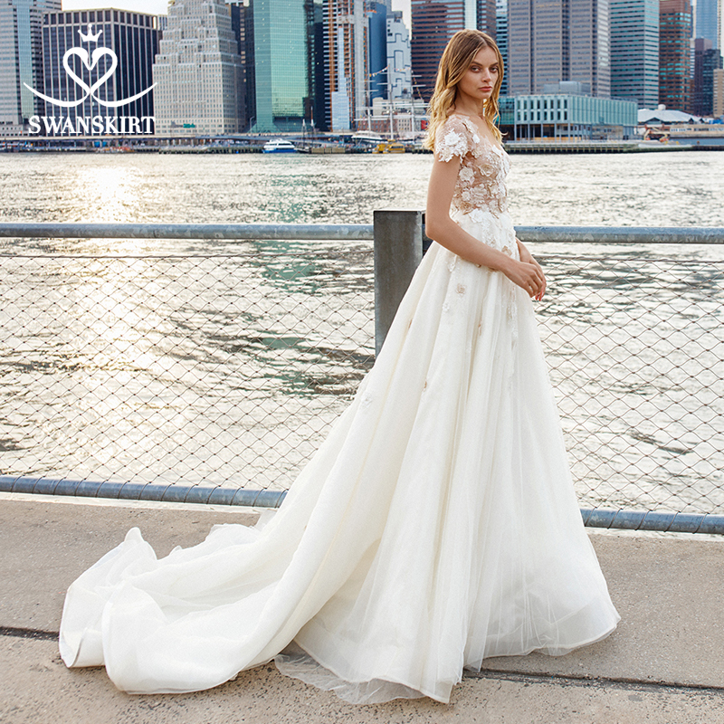 Fairy 3d Flowers Wedding Dress 2019 Swanskirt Appliques A-Line Backless Princess Court Train Bride Gown Vestido De Noiva S203