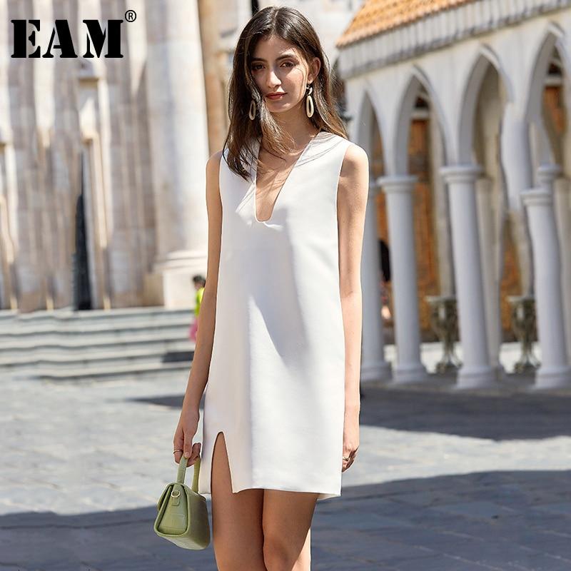 [EAM] Women Black White Brief Temperament Mini Dress New V-Neck Sleeveless Loose Fit Fashion Tide Spring Summer 2020 1U692