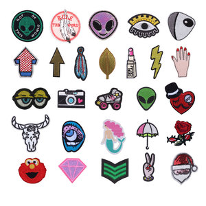 Round Alien Embroidered Patch Iron on Patches For Clothes Applique Sewing on Fabric Badge DIY Apparel Accessori Decoration F