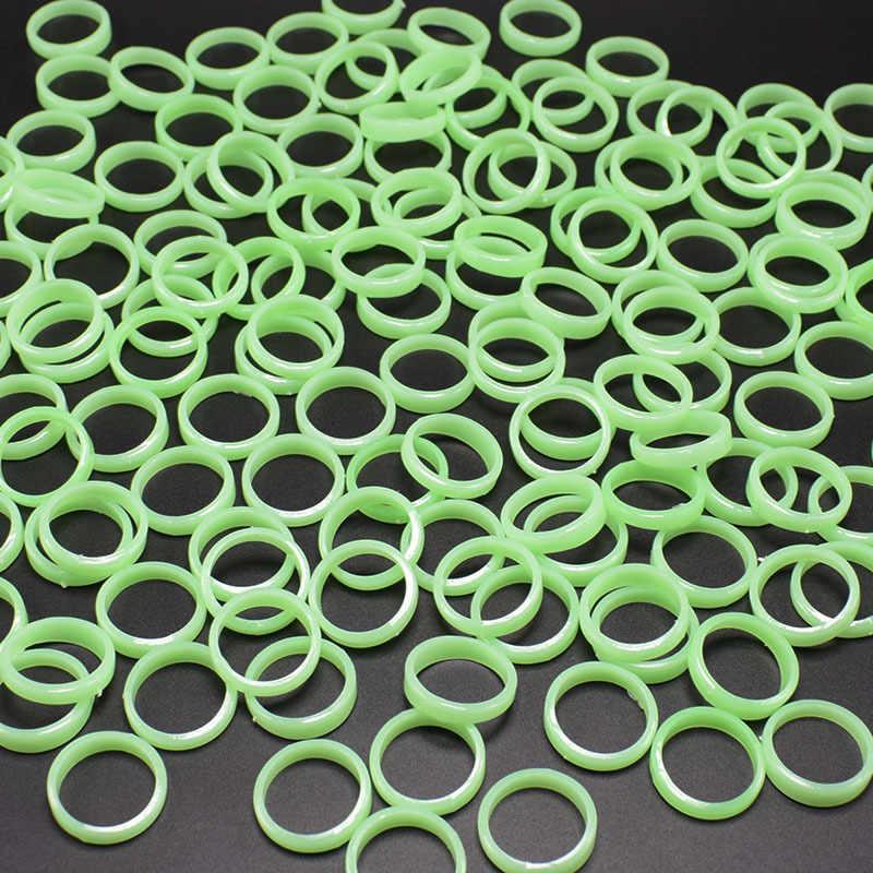 50 pçs/lote Jóias Anéis Luminosos Fluorescentes Jóias bonito plástico Brilham no Escuro banda anel de dedo Festa Do Dia Das Bruxas