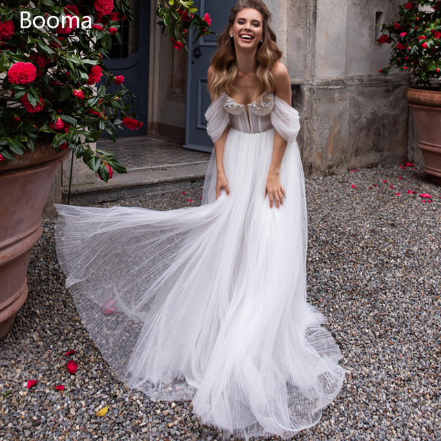 White Beach Wedding Dresses 2021 Off the Shoulder Long Sleeves Bride Dresses Sweetheart Pleated Tulle A-Line Bridal Gowns 1
