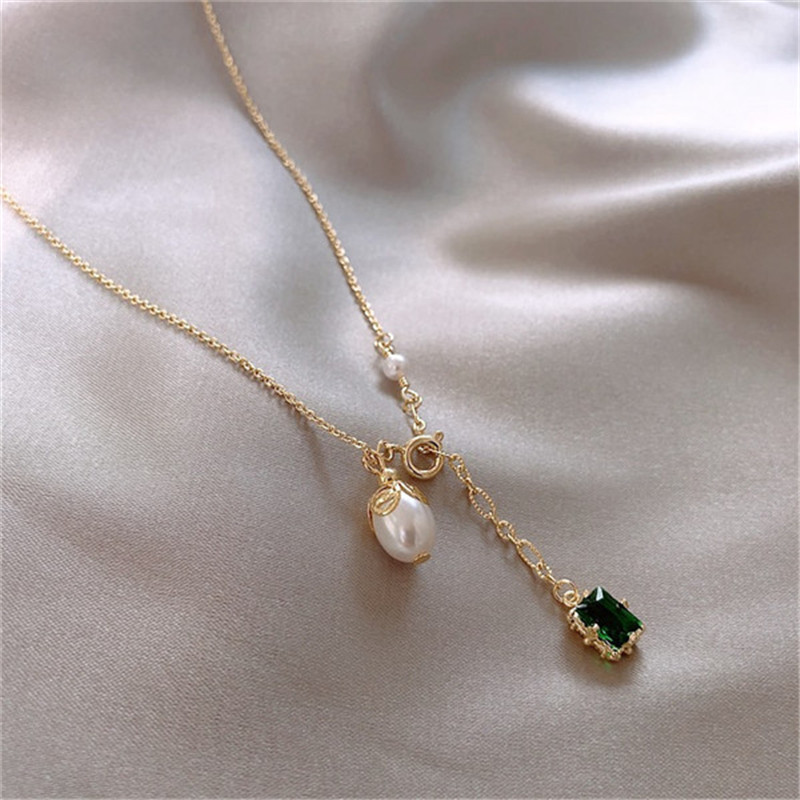 Korean Luxury Green Natural Stone Pearl Pendant Gold Necklace Women New Personality Choker Temperament Clavicle Chain Jewelry