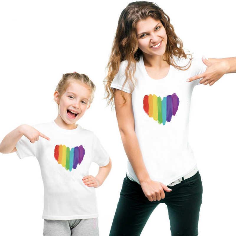 Corazón familia mirada verano familia ropa a juego madre hijo ropa de manga corta familia juego camisas mamá y niños Tee